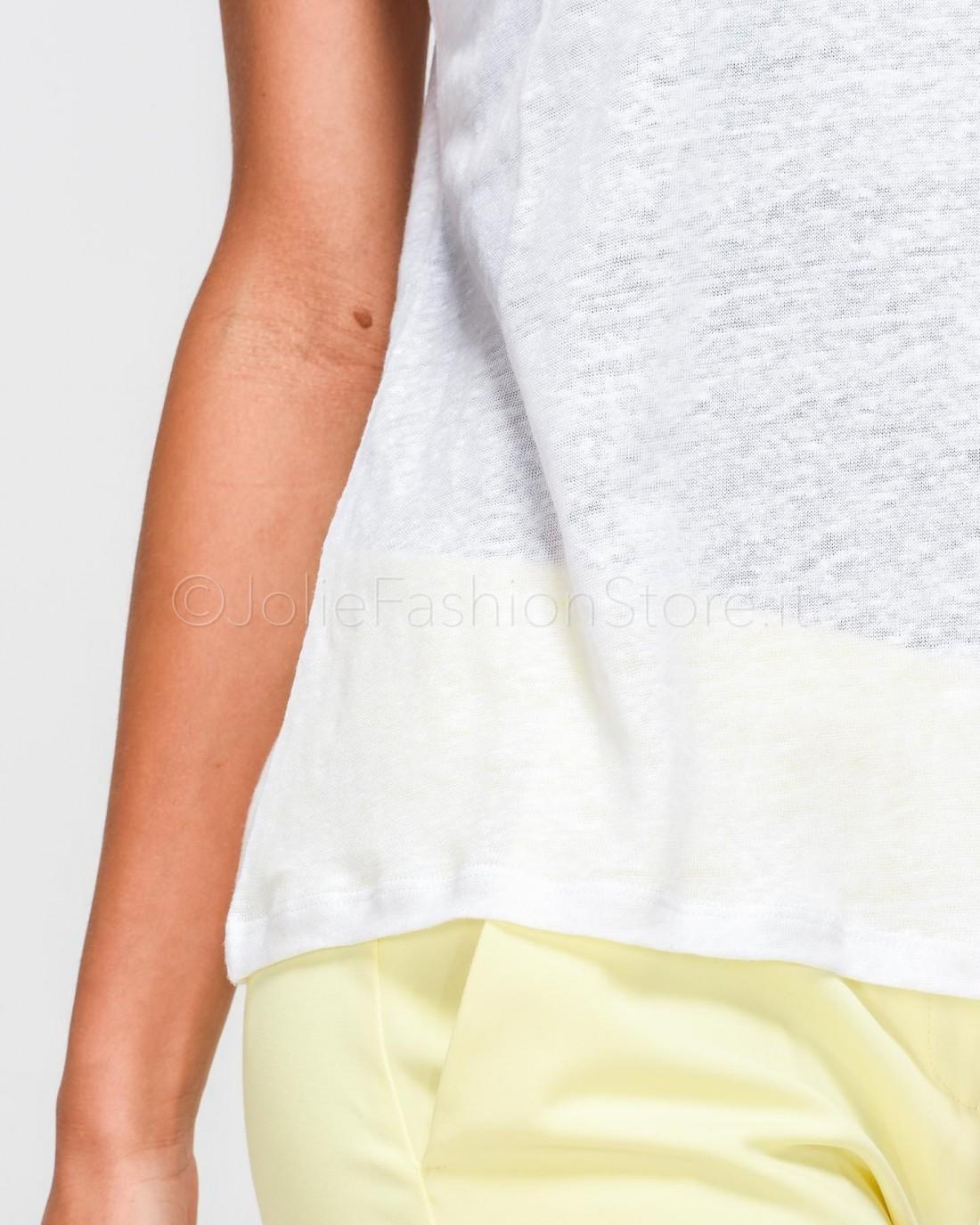 166297f5056a Love Moschino T-Shirt Nera con Cuore Rosso. Scorri Sopra o Clicca per  Ingrandire